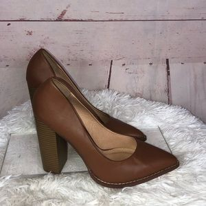 Venus Brown Block Heel Pointed Toe Size 11